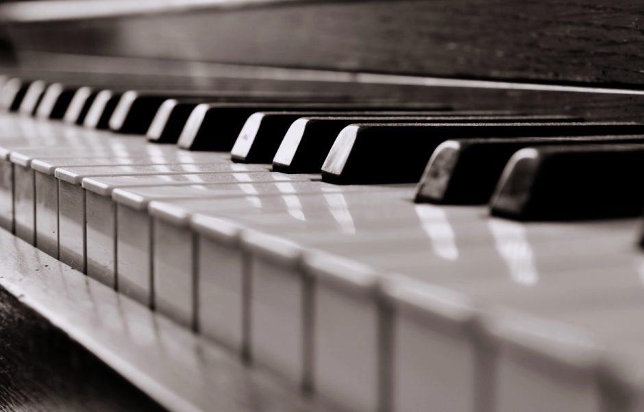 PIANOLES AAN HUIS